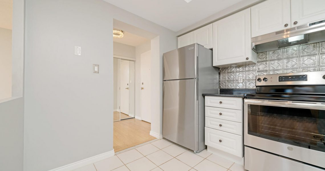 135 Hillcrest Ave 2201-large-014-015-Kitchen-1500x1000-72dpi